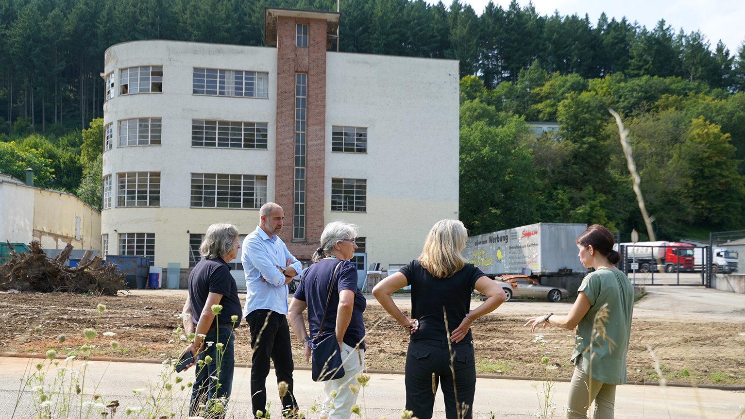 Landratskandidatin Wehrheim besucht Romika-Gelände im Gusterath-Tal